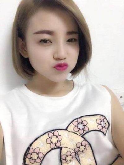 """Hoa an ngày càng trở nên tự tin và đáng yêu hơn. Cô đã thẳng thắn cho rằng """"Tôi đã nâng mũi Hàn Quốc thành công và bạn cũng có thể!"""""""