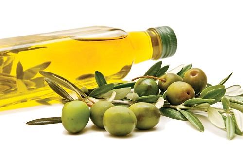 Dầu oliu cũng là phương pháp rất hữu hiệu