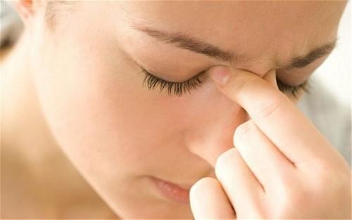 Mũi bị chảy dịch vàng hơn 1 tuần có nguy hiểm không
