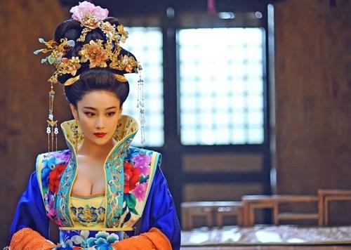 Bỏng mắt với vòng 1 gợi cảm của Trương Hinh Dư