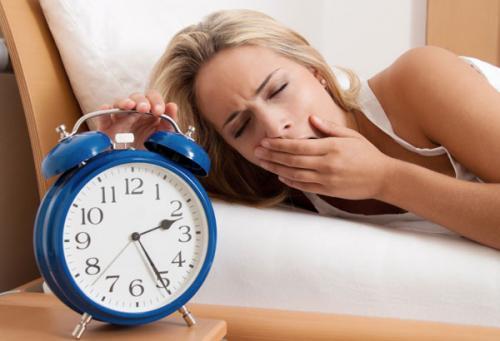 Mất ngủ cũng chính là nguyên nhân gây béo bụng.