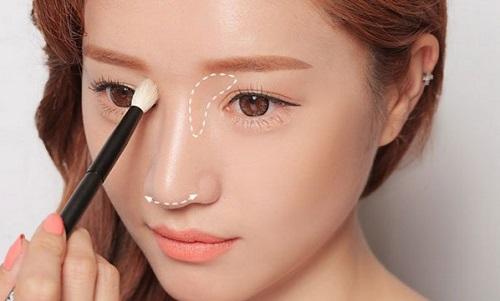 Tùy thuộc vào dáng mũi của bạn mà có thể chỉnh vùng sáng tối sao cho phù hợp nhất