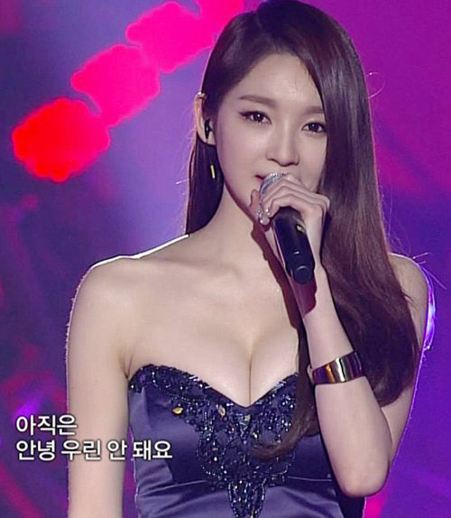 cu-dan-mang-nong-mat-voi-vong-mot-y-line-hoan-hao-cua-kang-min-kyung-6
