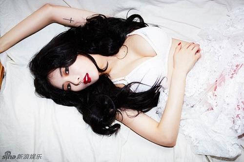 """Đốt mắt với đôi gò bồng đảo quyến rũ """"chết người"""" của Hyun A"""