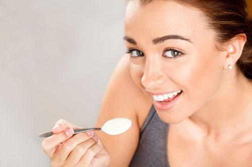 Chị em nên ăn sữa chua để giữ eo thon, dáng đẹp và làn da trắng sáng mịn màng
