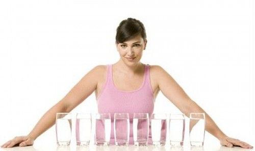 Hãy tin là bạn có thể giảm béo khi uống nhiều nước