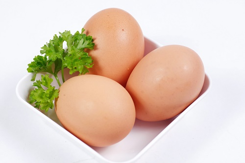 Nếu muốn tăng size ngực thì bạn không nên bỏ qua trứng gà