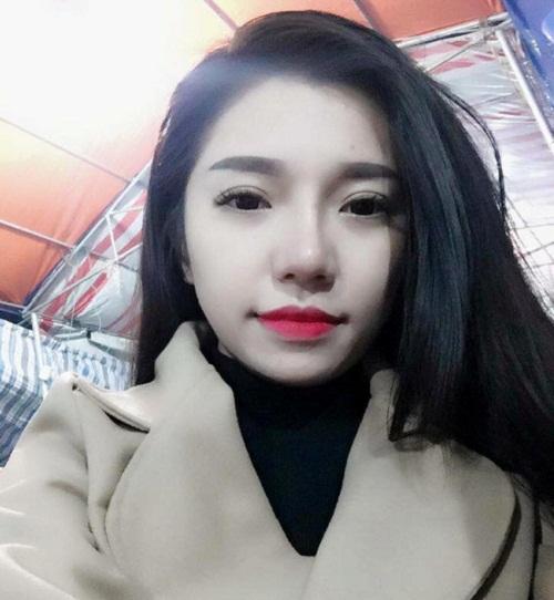 Bởi vậy, ngoại hình xinh đẹp, tự nhiên sau thẩm mỹ của Phương Linh nhận được rất nhiều lời khen ngợi từ người thân và bạn bè, đặc biệt là ông xã.