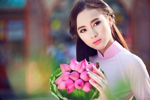 Angela Phương Trinh đẹp rạng rỡ, mỹ miều với vẻ đẹp tinh tế pha trộn giữa vẻ đẹp phương tây và vẻ đẹp của phụ nữ châu Á