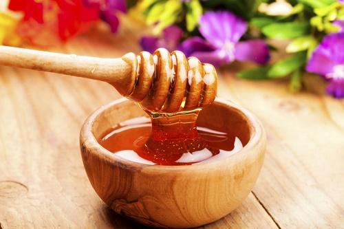 Mật ong cũng là nguyên liệu có công dụng trên