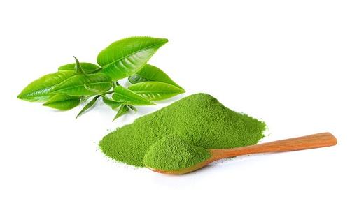 Bột trà xanh kết hợp với sữa chua không những trị giãn mao mạch mà còn làm sáng da