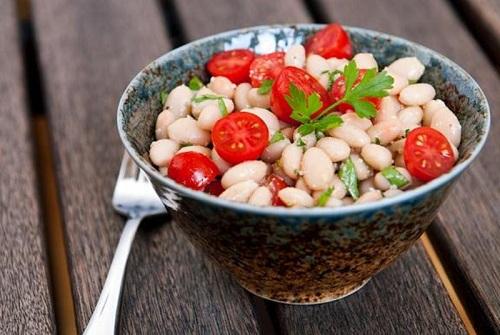 Trong các món salad thì salad đậu trứng, cà chua có tác dụng rất cao trong việc giảm mỡ bụng