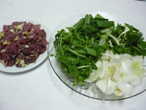 kết hợp cần tây với thịt bò sẽ là món ăn thơm ngon vừa cung cấp đủ năng lượng cho cơ thể vừa giúp bạn giảm mỡ bụng để lấy lại vòng eo thon gọn.
