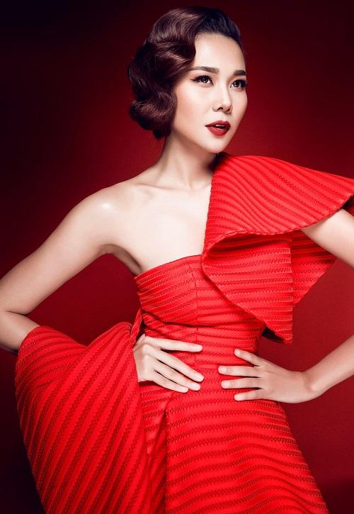 Chiêm ngưỡng vòng eo tuyệt đẹp của siêu mẫu Thanh Hằng