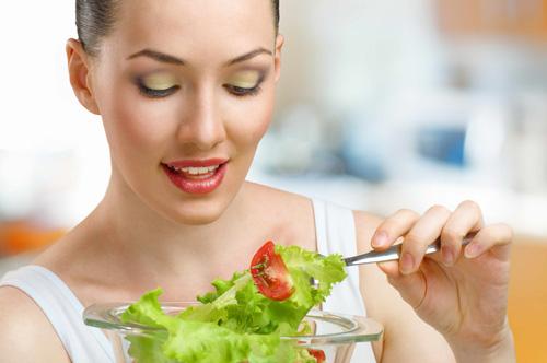 Một đĩa salat rau - củ - quả là tốt nhất cho bữa tối của người muốn giảm cân