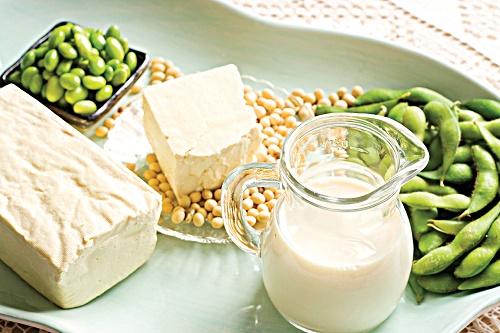 Đậu và các chế phẩm từ đậu luôn là siêu thực phẩm giúp vòng 1 căng tròn, săn chắc